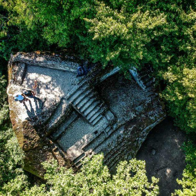 Vista dall'alto della Piramide etrusca di Bomarzo