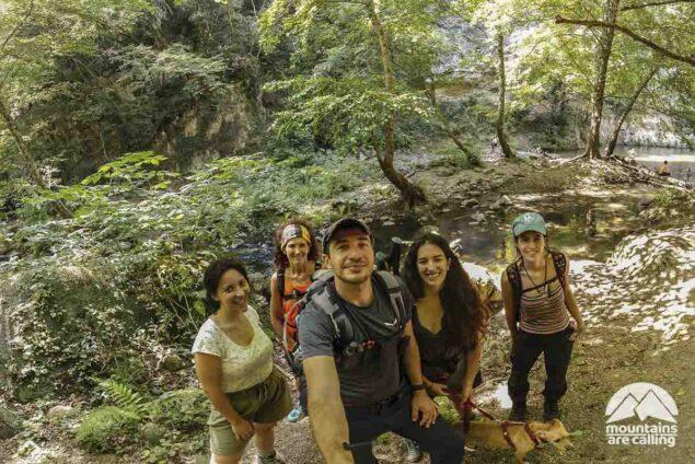 foto di gruppo escursionisti alle cascate di cerveteri