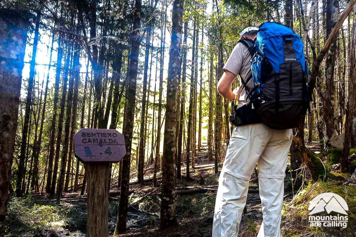 Escursionista sul sentiero Camalda