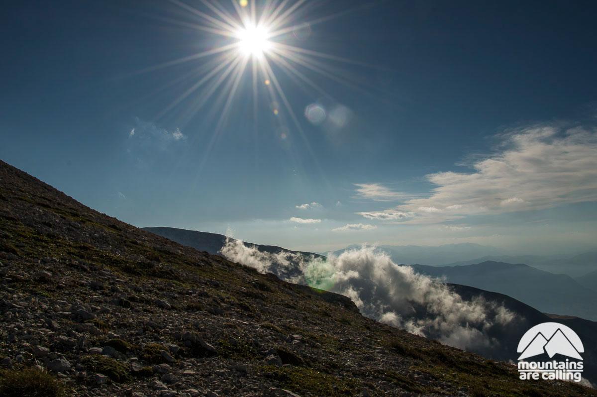 Il sole e le nuvole in alta quota sulle montagne della Majella