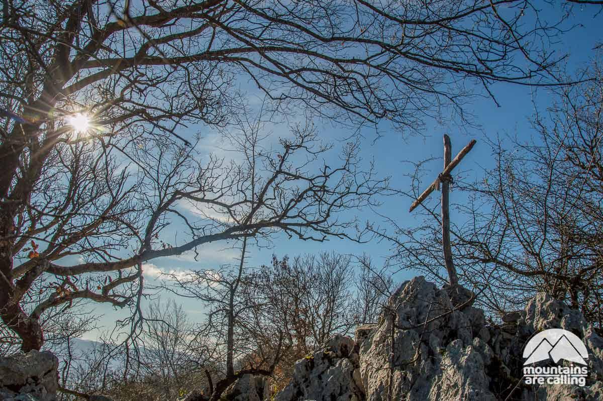 Croce di vetta del Monte Follettoso