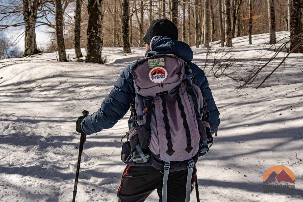 escursionista sulla neve