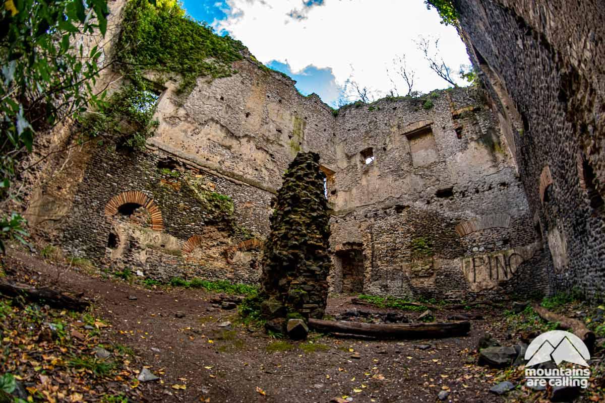 Rudere di un'antica costruzione