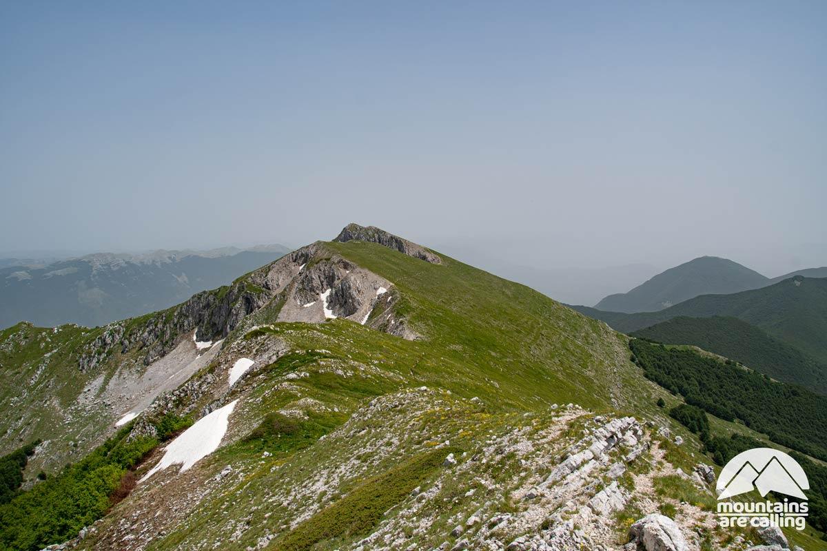 una cresta di montagna