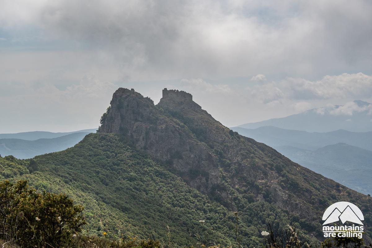 fortezza su un promontorio roccioso