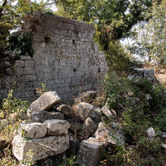 Ruderi di un'antica costruzione